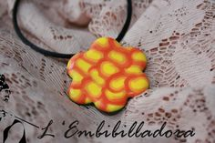 Penjoll taronja i groc en forma de flor
