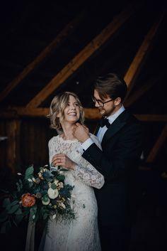 wedding photos - barn wedding - wedding bouquet Wedding Bouquets, Wedding Dresses, Wedding Photos, Barn, Fashion, Bride Dresses, Marriage Pictures, Moda, Bridal Gowns