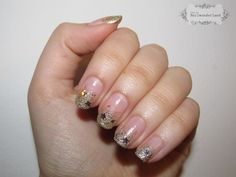 gold frenc nails manicure