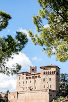 Longiano nel Emilia-Romagna Four Square, Mansions, House Styles, Decor, Fotografia, Decoration, Manor Houses, Villas, Mansion