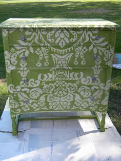 Vintage Green/White Overlay Dresser. Ideas for Fiona's dressers.. cute