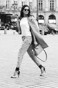 Izabel Goulart Photos Photos - Image converted to black and white) Model Izabel Goulart is seen Place Vendome during on February 28, 2014 in Paris, France. - Izabel Goulart Spotted in Paris