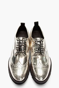 DSQUARED2 //  SILVER PATENT LEATHER SHARK SHOW LONGWING BROGUES.