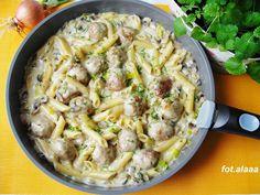 Ala piecze i gotuje: Pulpety z makaronem w sosie pieczarkowo porowym