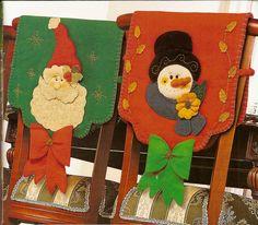 Forros de sillas navideños Christmas Time, Christmas Crafts, Xmas, Christmas Ornaments, Christmas Chair Covers, Garden S, Chair Backs, Felt Crafts, Table Runners