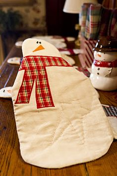 snowman runner - she has a tutorial for a pumpkin runner, too.  Looks a lot like Art to Heart runners.  Fun!  I really like the hand quilted star.