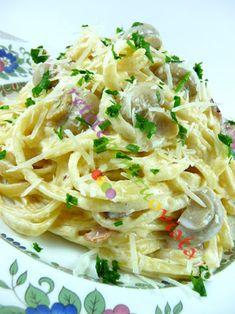 Paste carbonara cu smantana si ciuperci - poza 3 Pasta Recipes, Cooking Recipes, Pasta Carbonara, Romanian Food, Bacon, Brunch, Food And Drink, Pizza, Hot