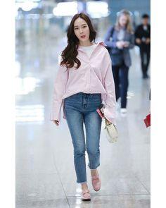Girls' Generation Tiffany, Girls Generation, Kpop Fashion, Girl Fashion, Fashion Looks, Womens Fashion, Korean Airport Fashion, Korean Fashion, Jessie
