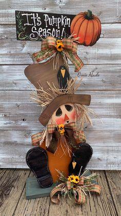 Posts about Thanksgiving written by aninspiring editors, Louisa, and Alexandra Halloween Porch, Fall Halloween, Halloween Crafts, Holiday Crafts, Wood Scarecrow, Scarecrow Wreath, Scarecrow Ideas, Thanksgiving Decorations, Halloween Decorations