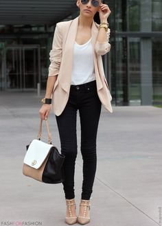 Black skinnies, White tanktop, Nude blazer, Nude studded pointy kitten heels |  Nude/BW shoulderbag, Gold watch *bracelets, Black sunnies