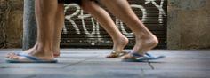 ¿Por qué abusar de las chancletas es perjudicial para los pies?. www.farmaciafrancesa.com/main.asp?Familia=189&Subfamilia=221&cerca=familia&pag=1