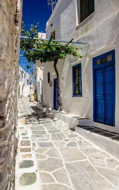 Gasse im #Städtchen #Kastro auf den #Kykladen © Jürgen Garneyr Mykonos, Santorini, Greece, Adventure, Vacation