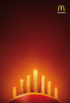 Although advertising is often seen as the biggest evil of all, it probably involves more creativity than any other job. Enjoy this collection of 31 cool and creative ads from McDonald's. Ads Creative, Creative Posters, Creative Advertising, Print Advertising, Print Ads, Christmas Aesthetic Wallpaper, Christmas Wallpaper, Mc Donald Ads, Mcdonalds