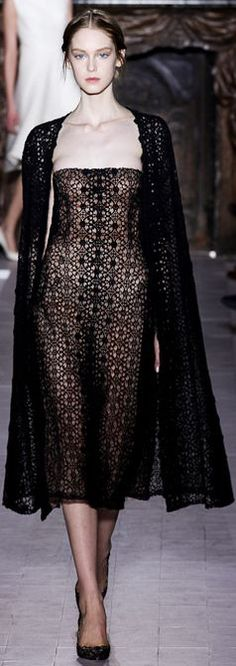 Valentino Spring 2013 Couture - Runway Photos - Fashion Week - Runway, Fashion Shows and Collections - Vogue - Vogue Valentino Couture, Haute Couture Paris, Haute Couture Style, Spring Couture, Valentino Paris, Valentino Black, Couture Week, Valentino Garavani, Fashion Week Paris