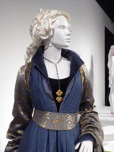 Essie Davis The White Princess Elizabeth Woodville costume The White Princess, Medieval Fashion, Fantasy Dress, Character Outfits, Narnia, Larp, Costume Design, Elizabeth Woodville, Cool Outfits