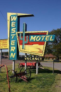 Western Motel Route 66 Sayre, OK - Vintage Signage Old Route 66, Route 66 Road Trip, Historic Route 66, Travel Route, Travel Oklahoma, Vintage Neon Signs, Vintage Cars, Vintage Room, Vintage Labels