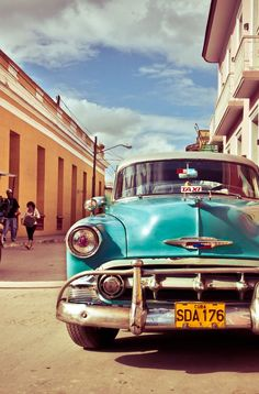 Cuba tourism is booming, and all American's can now legally travel to Cuba – with some limitations. Click pin through to post for more info. Cuba Tourism, Cuba Travel, Cuban Cars, Vintage Cuba, Hotel Secrets, Visit Cuba, Auto Retro, Camper Renovation, Havana Cuba