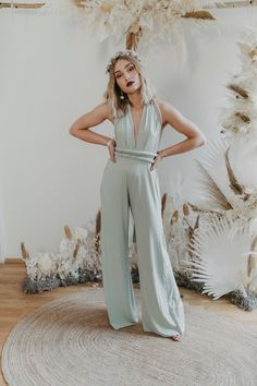 One size jumpsuit - the perfect cut for size 34 to 40 and made for every body shape. Thanks to the stretchy material and elastic band around the waist, you can wear it from size 34 to 40 Perfect fit with endless ways to wrap and wear. Flower Crown Wedding, Flower Crowns, Bridesmaid Outfit, Bridesmaids, Ibiza Wedding, Wedding Jumpsuit, Jumpsuits For Girls, Convertible Dress, Jumpsuit Dress