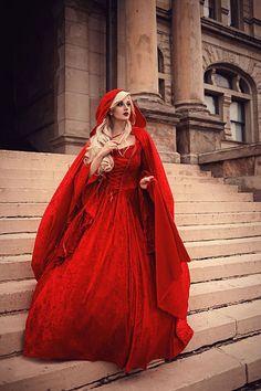 Im Lagerverkauf Roter samt Gwendolyn von RomanticThreads auf Etsy