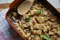 Hunter spaetzle casserole with mushrooms-Jäger-Spätzle-Auflauf mit Champignons A great dish for cold autumn days. A classic reissued and loved by everyone. The recipe is available on kuchensachen. Spatzle, Pork Recipes, Snack Recipes, Snacks, Oatmeal Diet, Rabbit Food, Healthy Eating Habits, Stuffed Mushrooms, Easy Meals
