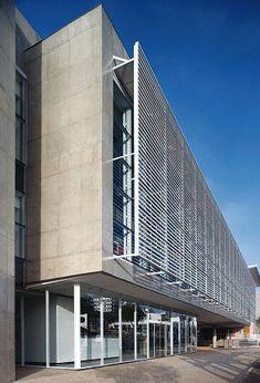 Estrutura metálica para sombreamento de fachadas