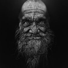 This post showcase stunning black and white portraits of homeless people taken by Lee Jeffries. He started taking homeless people photos when he met a young Lee Jeffries, Black And White Portraits, Black And White Photography, People Photography, Portrait Photography, Old Faces, Photo D Art, Man Photo, Homeless People