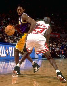 Kobe tries to get around Michael Jordan during the 1998 All-Star Game at Madison Square Garden.Photo by Manny Millan for Sports Illustrated Dear Basketball, Basketball Pictures, Basketball Players, Nba Players, Basketball Anime, Nba Pictures, Basketball Skills, Jordan Basketball, Nba Today