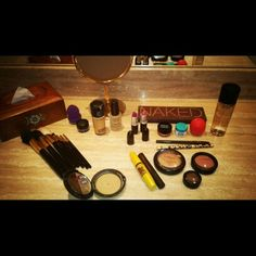 BOMMMMM DIAAAAA! PORQUE O DIA SÓ COMEÇA DEPOIS DE UMA MAKE ❤ LET'S DO MAKE UP! #makeupforever #maccosmetics #urbandecay #naked #dicadediva #mac #maybelline #instalog #ilovemakeup #makeup #beauty