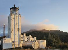 Photographs, history, travel instructions, and GPS coordinates for Cape Hinchinbrook Lighthouse.