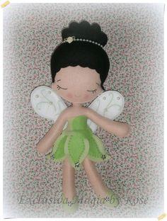 Fada Iridessa em feltro com 32 cm de altura, ideal para decoração de festa!