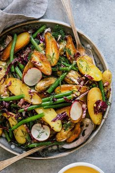 Delicious recipes with potatoes - 10 vegetarian salads and dishes for connoisseurs - Rezepte: Vegetarische Küche - Salade Healthy Salads, Healthy Eating, Healthy Recipes, Delicious Recipes, Delicious Dishes, Healthy Vegetables, Meal Salads, Veggies, Roasted Vegetables