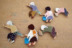 新作 Embroidered Japanese middle-aged mom brooches