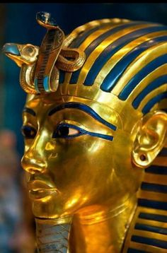 Gold Mask of of King Tut, Egyptian Museum, Cairo, Egypt Ancient Egypt History, Ancient Aliens, Ancient Greece, Empire Romain, Tutankhamun, Egypt Travel, Ancient Civilizations, Egyptians, Ancient Artifacts