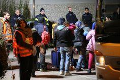 """Do Bad Soden koło Frankfurtu przybyło kilkuset nowych mieszkańców, """"głównie ze Syrii, Afganistanu i Iranu"""" poinformowała gazeta nie wyjaśniając, jakim to cudem uciekinierzy z Iranu dostali się bez kolejki i bez podpalania uzdrowiska do przedszkola, sali gimnastycznej po zasiłki i nie zasłużone emerytury w Niemczech https://vimeo.com/4518444  Die meisten der Flüchtlinge kommen aus Syrien, Afghanistan und dem Iran. Es sind vor allem Familien mit kleinen Kindern."""