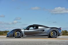 Hennessey Venom Hits 270.49 MPH, Becomes World's Fastest 2-Seater - Carscoops