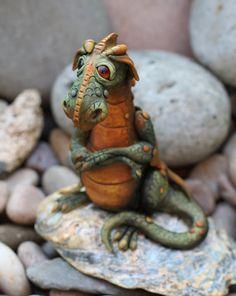 Hoi! Ik heb een geweldige listing gevonden op Etsy https://www.etsy.com/nl/listing/238312633/dragon-sculpture