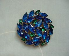 Gorgeous Vintage Gold Tone Prong Set Faceted Blue Green Rhinestone Pin Brooch #Unbranded