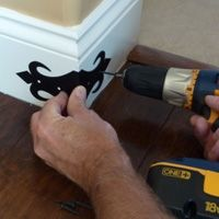 Home Remodel Interior How To Quickly and Easily Install Corner Guards, Step-By-Step Guide Home Improvement Projects, Home Projects, Home Renovation, Home Remodeling, Cheap Home Decor, Diy Home Decor, Moldings And Trim, Moulding, Wall Molding