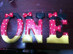 Minnie Mouse hand painted letters for a 1st birthday photo shoot! Www.facebook.com/littlehandscreations
