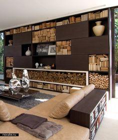 Bibliothèque noire, étonnant contraste des bûches et livres empilés | Fernanda Marques