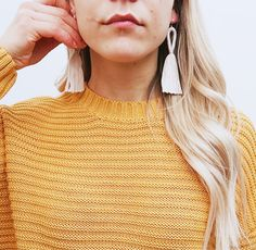 #diy #diymacrame #macrame #macrametutorial #macramejewelry #macramediy #macrameearrings #diyearrings #diyeasy #makramee Diy Macrame Earrings, Macrame Jewelry, Diy Earrings, Macrame Tutorial, Diy Tutorial, Micro Macrame, Easy Diy, Earrings Crafts