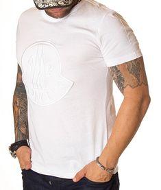 Moncler Tricou Large Embroidered Logo -Alb   Tricouri cu guler rotund   Tricouri   Brande Marimo, Moncler, Mens Tops, T Shirt, Fashion, Supreme T Shirt, Moda, Tee Shirt, Fashion Styles