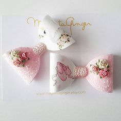 Beautiful Summer Collection Baby Pink FLORAL Collection Made of beautiful Artisan Designer Fabric and amazing quality Pearl Leatherette Fabric in Nude and Blush. You choose between: * Unicorn * Swan * Ballet Shoes More SUMMER COLLECTION Bows you will find here: