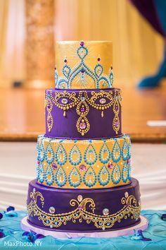 Fabulous indian wedding cake design - Wedding World Henna Wedding Cake, Indian Wedding Cakes, Wedding Cupcakes, Beautiful Wedding Cakes, Gorgeous Cakes, Pretty Cakes, Amazing Cakes, Festa Tema Arabian Nights, Bollywood Cake