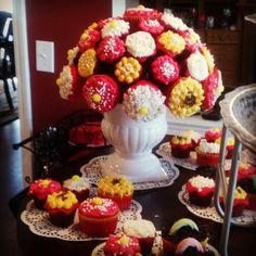 Me and my sister made a Cupcake Bouquet for her house warming