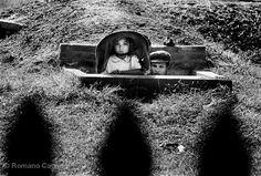 Vietnam, 1965 :: Young girl and her father inside a bunker Romano Cagnoni North Vietnam, Hanoi Vietnam, Bandar Seri Begawan, Singapore City, Indochine, Vientiane, Timor Leste, Phnom Penh, British Museum