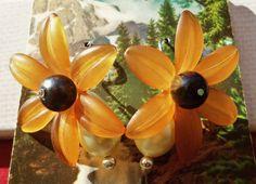 Sunflower Pearl Earrings by LittleLamzie on Etsy. Only $6!
