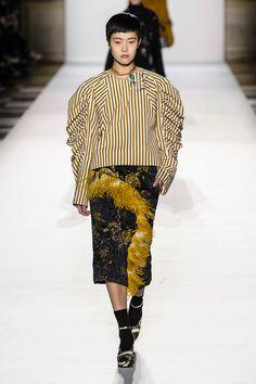 Все от офисных юбок с блестящей мишурой до олимпиек Бена Хорна на шоу Dries Van Noten   Журнал Harper's Bazaar
