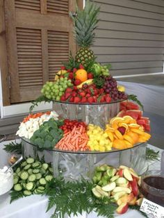 Fruit & Veggie Display by Shady Oaks Catering Party Platters, Party Trays, Party Buffet, Veggie Display, Veggie Tray, Vegetable Trays, Cheese Display, Menu Brunch, Deco Fruit