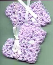 Bev's Shell Easy Baby Booties free crochet pattern